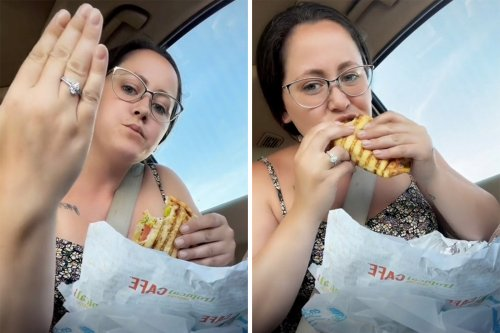 Jenelle Evans chows down on fast food sandwich after teasing own cooking show