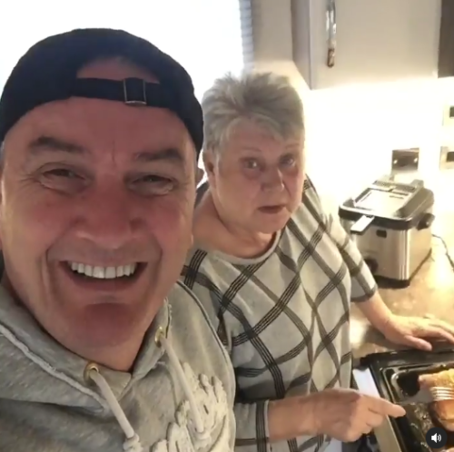 Gogglebox's Lee relentlessly teases best friend Jenny over her roast chickens