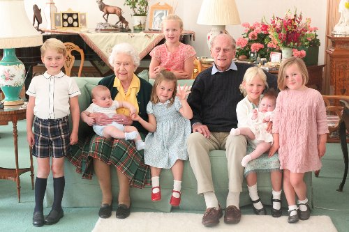 Duchess of Cambridge's photo shows Queen & Philip with 7 great-grandkids