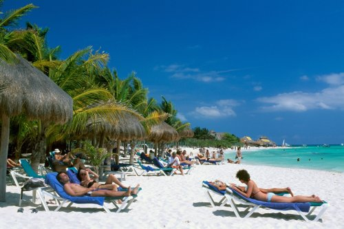 Brits more likely to get Covid in the UK than in red list holiday hotspots
