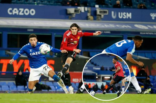 Cavani and Martial strike late on to put United into EFL Cup semi-finals