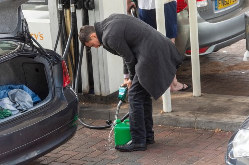 Lorry driver slams panic-buying driver filling up jerry cans with petrol