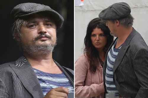 Unrecognisable Pete Doherty performs in Paris with girlfriend Katia de Vidas