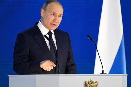 Putin threatens West with 'fast & tough' response if it crosses his 'red lines'