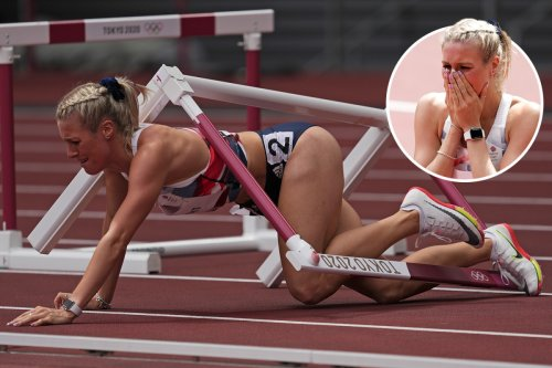 Heartbreak for Team GB's Jessie Knight as she collides with first hurdle