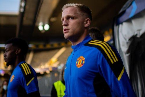 Van de Beek 'changes agent' as Man Utd misfit 'looks for January transfer'