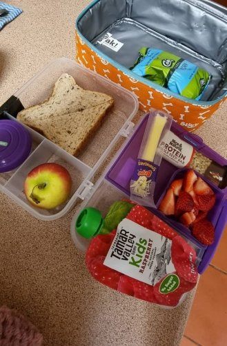 Mum slams school's 'ridiculous' rule which bans her son's healthy lunchbox