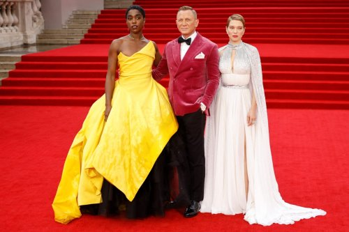 Daniel Craig looks sharp as he hits the red carpet for tonight's Bond premier