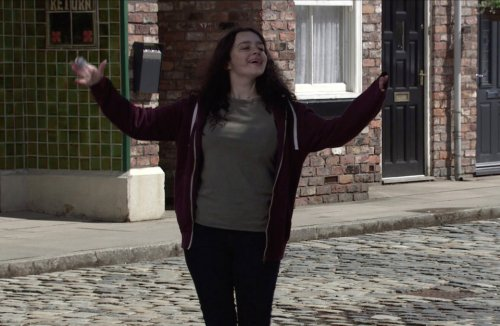 Coronation Street fans fear for Nina's life as she turns to alcohol and shoplifting to cope with Seb's murder