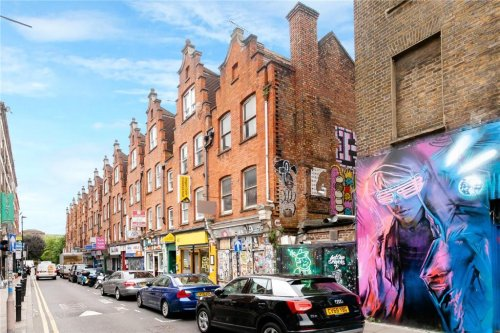 Three-storey home goes on sale in London spot for £1m - but there's a catch