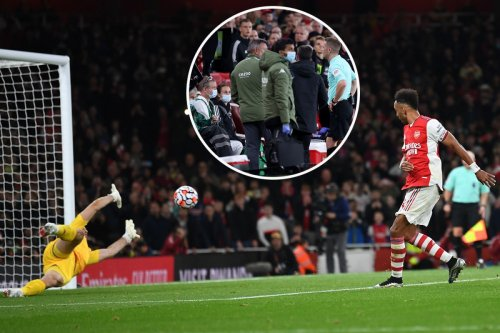 Fans believe Arsenal were awarded pen after HT but here's why the rebound stood