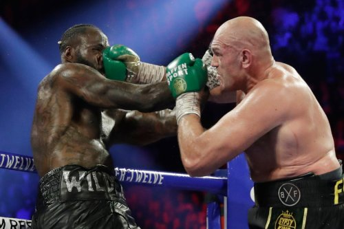 Fury offers to help Wilder with issues after rival 'lost the plot completely'