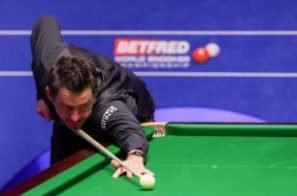 Ronnie O'Sullivan does Simon Cowell impersonation to find Asian snooker rstar