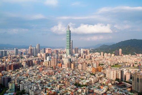 Huge 6.5 quake hits Taiwan as tremors shake buildings & workers evacuated