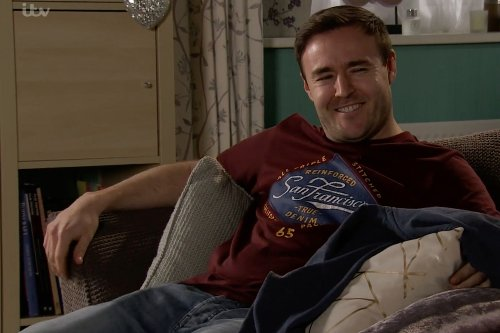 Corrie fans sickened as Tyrone beds Alina before returning home to Fiz