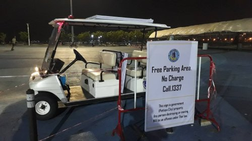 """""""Free parking"""" signs placed at Pattaya pier after complaints of scammers"""