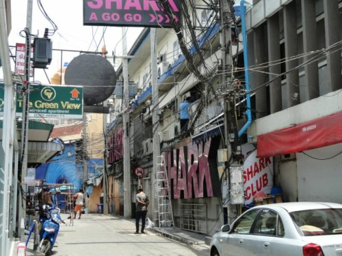 Woman falls off building on Pattaya's Walking Street
