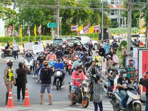 """Phuket """"car mob"""" protest demands the removal of PM, calls for mRNA vaccines"""