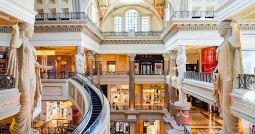 Here's What Is Like To Stay At The Luxurious Caesars Palace In Las Vegas