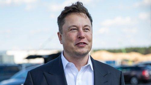 'SNL' Cast Members Bowen Yang, Aidy Bryant Delete Posts Swiping at Upcoming Host Elon Musk