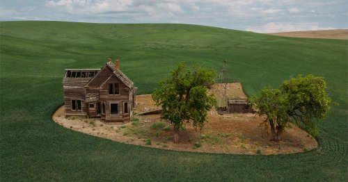 Ghostly Aerial Photos Frame Isolated and Abandoned Houses Scattered Across North America