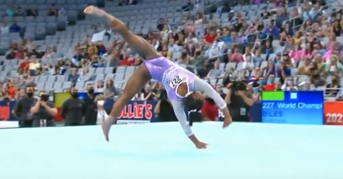 A Clip in Extreme Slow Motion Shows Every Detail of Simone Biles's Amazing Triple-Double