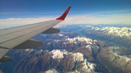 How to Reduce Your Carbon Footprint on Your Next Flight