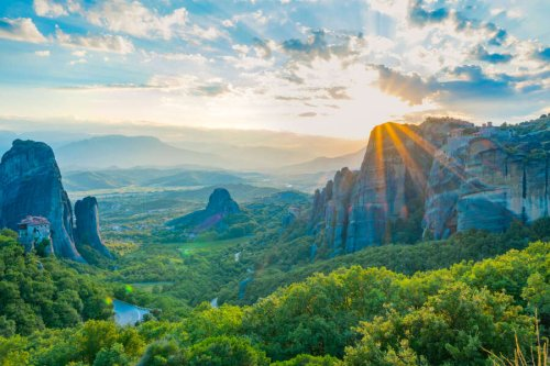 Greece Is Now Welcoming Vaccinated & COVID-Free Travelers