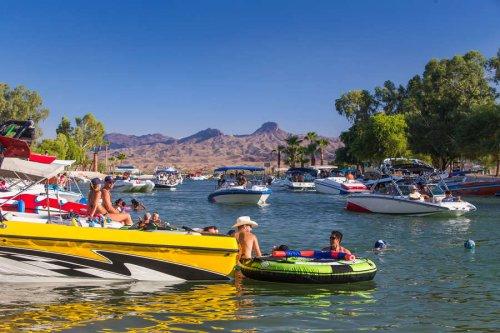 America's 20 Greatest Summertime Lake Towns