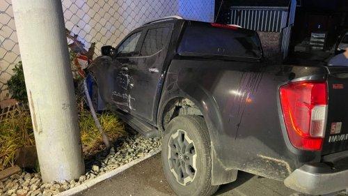 Suhl – Spektakulärer Unfall! Pickup hebt ab und kracht in Haus