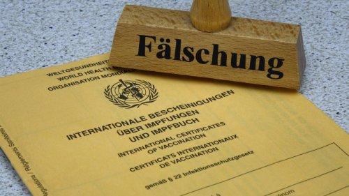 Corona in Thüringen: Apotheker erwischen immer mehr Menschen mit gefälschten Impfpässen