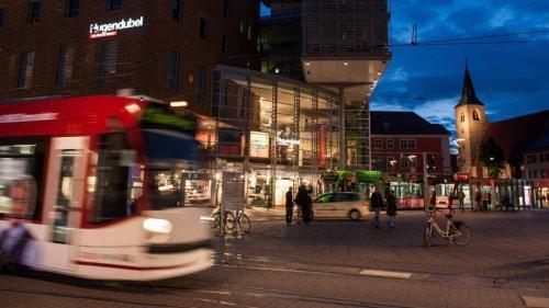 Erfurt: Schlimme Szenen in Straßenbahn! Polizei sucht DIESEN Mann