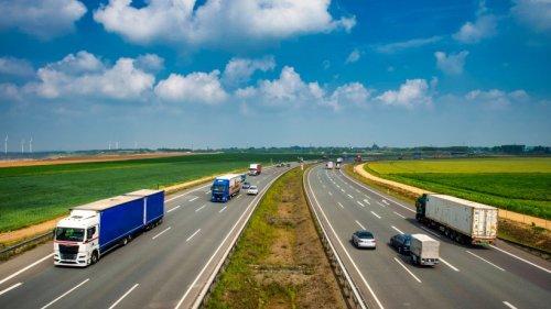 A4 in Thüringen: Frau wird am Steuer bewusstlos – unglaublich, was ein Fahrer dann macht