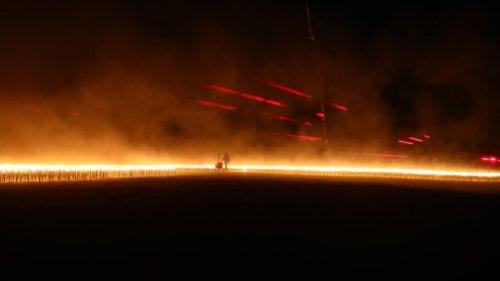 Gera: Tausende Fackeln leuchten plötzlich auf Flugplatz – das steckt dahinter