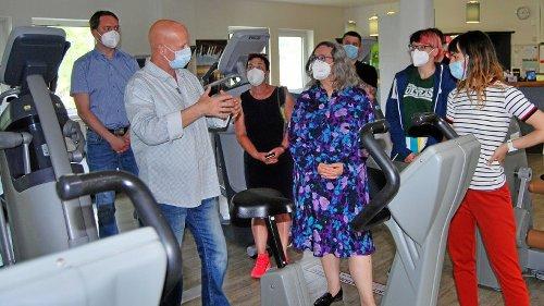 Nach dem Lockdown: Gesundheitsministerin besucht Fitnessstudio in Eisenach
