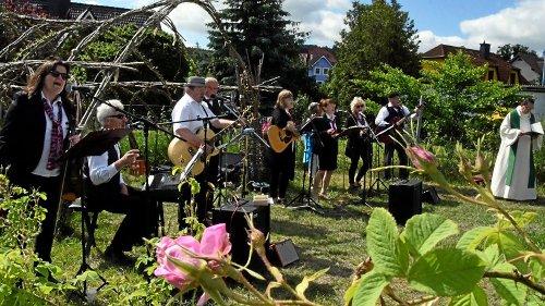 Holzhäuser Rosenrausch mit Gottesdienst und Konzert
