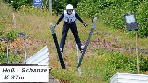 Ruhlaer Ski-Talent Maximilian Zapf springt und rollt zum Doppelsieg