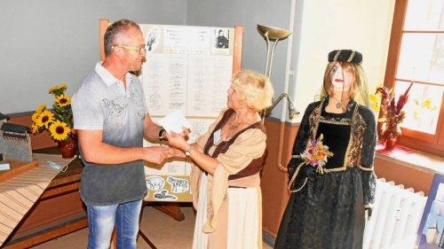 Spende für Burg- und Heimatverein Niederroßla