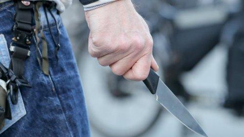 Sanitäter in Jena mit Messer bedroht – Angreifer in Psychiatrie eingeliefert