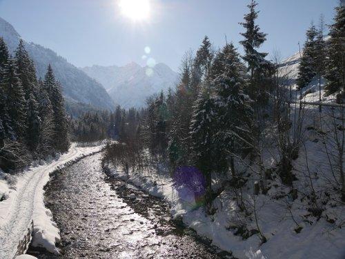 Winterwanderung im Kleinwalsertal: eine Runde durchs Wildental