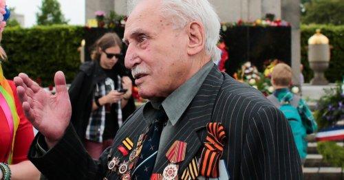 Last Soviet Soldier Who Liberated Auschwitz Dies at 98