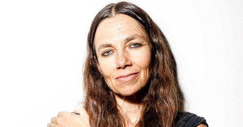 Justine Bateman's Aging Face and Why She Doesn't Think It Needs 'Fixing'