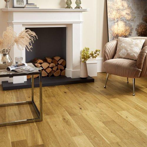 Kelly Hoppen's flooring tip to make a room look bigger is simply genius!