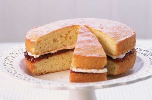 How to bake a simple Victoria Sponge