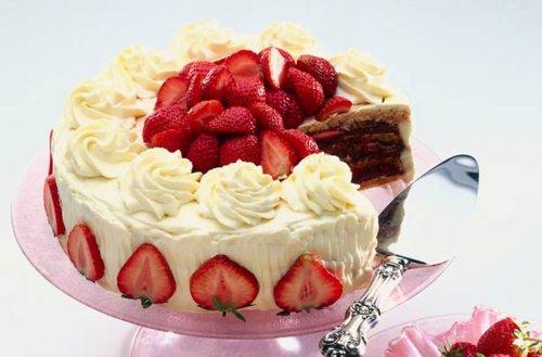 Mary Berry's Strawberry Cake