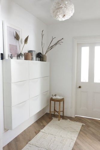 White hallway ideas – make an entrance with pure white and off white shades