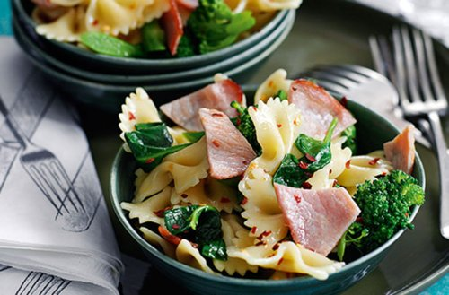 Slimming World's Bacon And Broccoli Pasta Salad | Dinner Recipes | GoodtoKnow