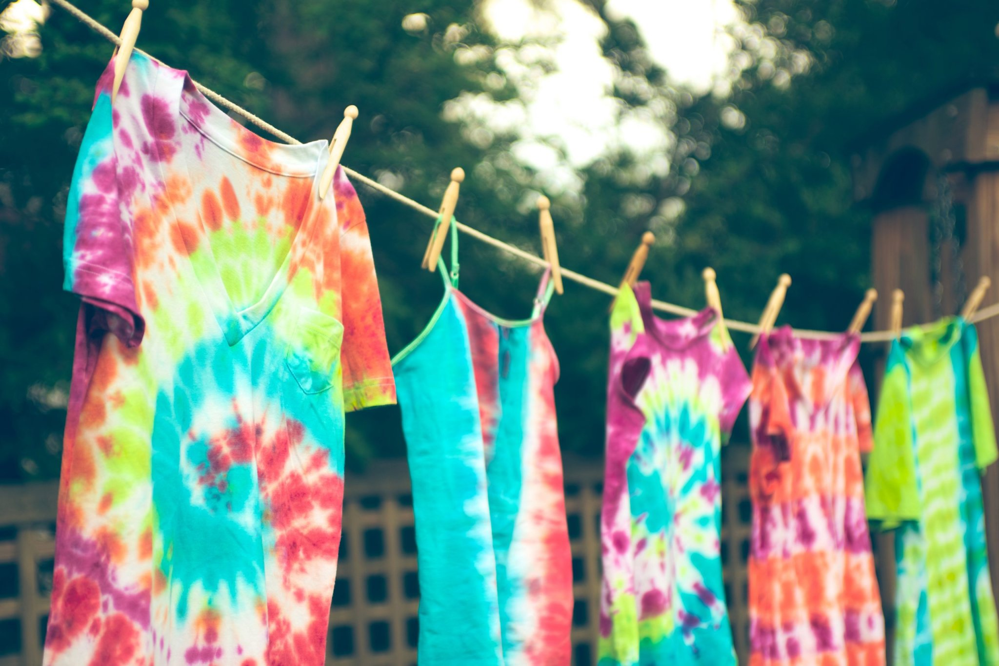 How to tie dye t-shirts step-by-step