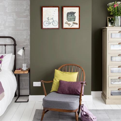Laurence Llewelyn-Bowen shares genius tip to make rooms feel bigger using dark paint