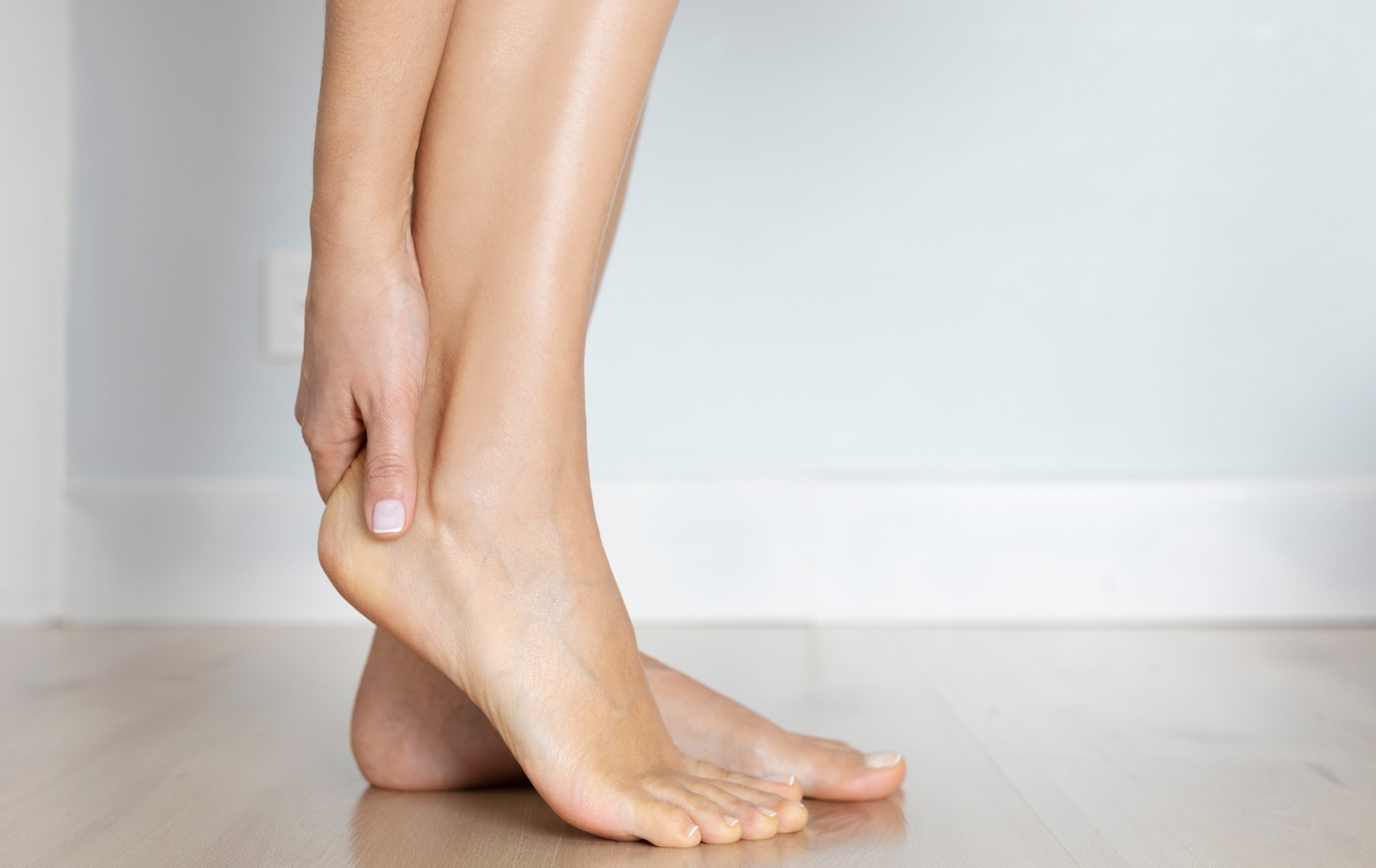 8 remedies for cracked heels and what causes them